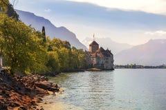 Rockera Chillon Chateau de Chillon på sjöGenève i Montreux, Schweiz Arkivfoto