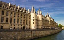 Rockera Conciergerie, en tidigare kunglig slott och fängelset i Paris, Frankrike Royaltyfria Bilder