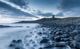 rockera dunstanburgh fotografering för bildbyråer