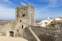 Rockera i den Monsaraz staden, området för Ã-‰ voraen, Portugal Arkivfoto