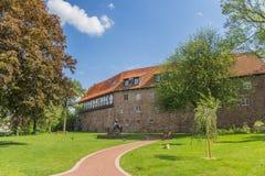 Rockera och arbeta i trädgården i den historiska mitten av Blomberg Fotografering för Bildbyråer