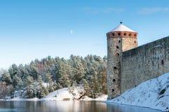 Rockera Olavinlinna Olofsborg på en solig vinterdag En 15th-ce Royaltyfri Fotografi