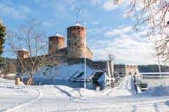 Rockera Olavinlinna Olofsborg på en solig vinterdag En 15th-ce Arkivfoton
