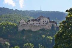 Rockera (slott) Vaduz som kallas förr också Hohenliechtenstein Arkivfoto