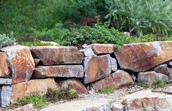 Rockery με τους μεγάλους βράχους Στοκ Φωτογραφία