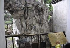 Rockery enorme dal giardino famoso di Yu sulla città di Shanghai fotografia stock