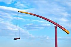 ` Rocket-` Anziehungskraftunterhaltung großer Höhe gegen blauen Himmel Lizenzfreie Stockfotografie
