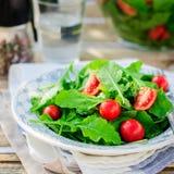 Rocket (Arugula) y Cherry Tomato Salad Imagen de archivo libre de regalías