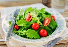 Rocket (Arugula) y Cherry Tomato Salad Fotografía de archivo