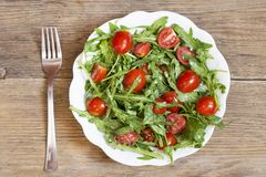 Rocket et salade de tomate-cerise photo stock