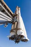 Rocket na plataforma do começo Imagens de Stock