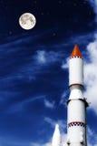 Rocket no céu azul com nuvens Fotografia de Stock Royalty Free