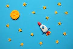 Rocket no espaço, na estrela, e na lua Arte da massa de modelar, desenhos animados fotografia de stock