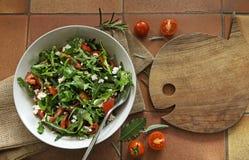 Rocket Salad med den arugulasidor och tomaten Royaltyfri Foto
