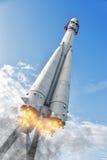Rocket Soars in i himlen Royaltyfri Foto