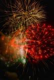 Rockets Red Glare: Fuochi d'artificio su esposizione immagini stock libere da diritti