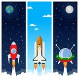 Rockets y banderas de la vertical del transbordador espacial Imagen de archivo libre de regalías
