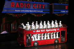 Rockettes bij de RadioZaal van de Muziek van de Stad, de Stad van New York Stock Afbeelding