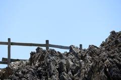 Rockfall med staketet Arkivfoto