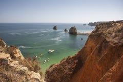 Rockformation på beacg om Lagos, Algarve, Portugal Arkivbilder