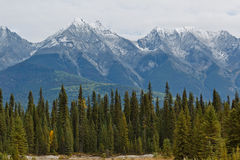 Rockies canadienses coronados de nieve imágenes de archivo libres de regalías