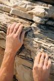 Rockklättrare - händer Arkivfoto