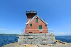 Rockland-Hafen-Wellenbrecher-Leuchtturm, Maine stockfotos