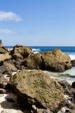 Rockowa formacja na linii brzegowej przy Nusa Penida wyspą Zdjęcia Royalty Free