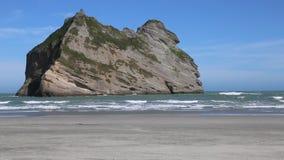 Rockowa formacja na Wharariki plaży zdjęcie wideo