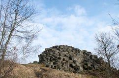 Rockowa formacja z abstrakcjonistycznym spojrzeniem Goethe ` s głowa Goethekopf, Großer Stein w Niemcy -/ Zdjęcie Stock