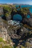 Rockowa formacja z dziurami Iceland zdjęcie stock