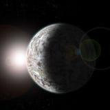 Rockowa planeta z chmurami od przestrzeni przy słońce gwiazdami i świtem - Zdjęcia Royalty Free
