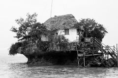 Rockowa restauracja w Zanzibar w czarny i biały Zdjęcia Royalty Free
