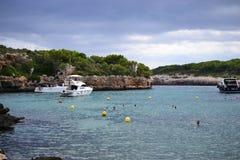 Rockowe formacje dla wspinać się przy Cala Sa Nau plażą, Cala d i miasto «, Palmy Mallorca wyspa, Hiszpania obrazy stock