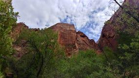 Rockowe formacje i krajobraz przy Zion parkiem narodowym Zdjęcie Stock