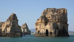 Rockowe formacje i ocean zdjęcie wideo