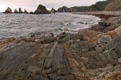 Rockowe formacje na plaży w Asturias fotografia royalty free