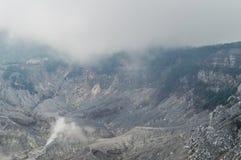 Rockowe formacje w kierunku wierzchołka wulkan kaldera Zdjęcia Stock