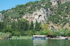 Rockowi grobowowie biorą gości brać przespacerowanie przez stron historia i brać one różny świat Fethiye, Turcja zdjęcie royalty free