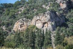 Rockowi grobowowie biorą gości brać przespacerowanie przez stron historia i brać one różny świat Fethiye, Turcja fotografia royalty free