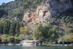 Rockowi grobowowie biorą gości brać przespacerowanie przez stron historia i brać one różny świat Fethiye, Turcja zdjęcie stock