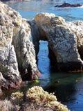 Rockowy łuk przy punktem Lobos, Kalifornia zdjęcia royalty free