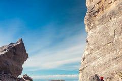 Rockowy arywista na ścianie Zdjęcie Royalty Free
