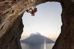 Rockowy arywista na falezie. Kalymnos wyspa, Grecja. Zdjęcia Stock