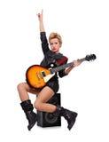Rockowy dziewczyny obsiadanie na mówcy Fotografia Royalty Free