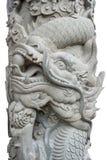 Rockowy filar z Chińskim smokiem odizolowywającym na bielu zdjęcia stock