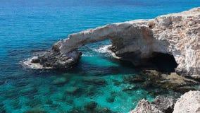 Rockowy i błękitny morze most naturalne zdjęcie wideo