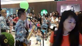 Rockowy koncert przy centrum handlowym zbiory wideo