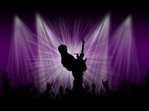 Rockowy piosenkarz na scenie z tłem zaświeca Obrazy Stock