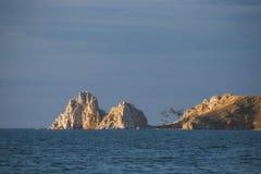 Rockowy Shamanka na wyspie Olkhon zdjęcia stock